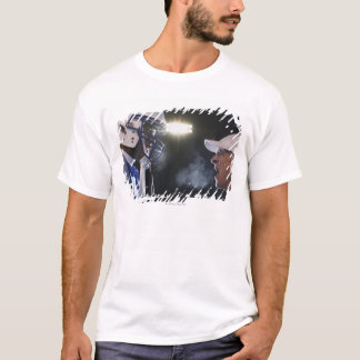 American football player and referee arguing, T-Shirt