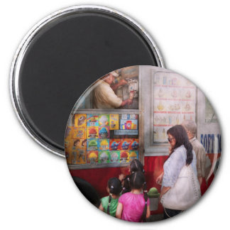 Americana - Serving chocolate ice cream 6 Cm Round Magnet