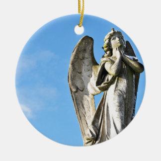 Angel praying round ceramic decoration