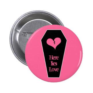 Anti Valentine's day cute broken heart on coffin 6 Cm Round Badge