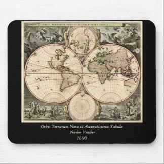 Antique World Map by Nicolao Visscher, circa 1690 Mouse Mat