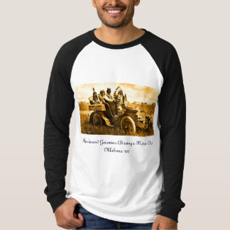 APACHES AND GERONIMO DRIVING A MOTOR CAR T-SHIRTS