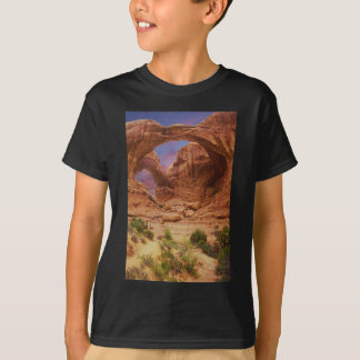 Arches NP with Hikers UT T-Shirt