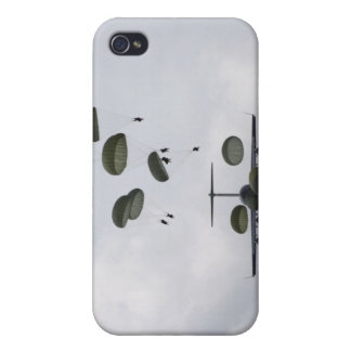 Army Soldiers jump out of a C-17 Globemaster II Case For iPhone 4