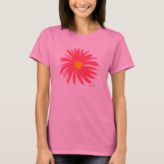 Art T-Shirt: Classic Pink Daisy T-Shirt