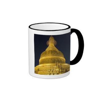 Asia, Mayanmar, Yangon, Buddhist temple in Ringer Mug