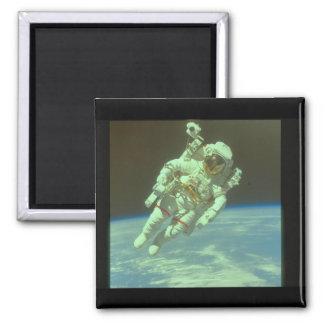 Astronaut in space. (astronaut_Space Square Magnet