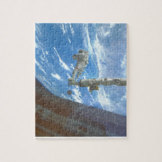 Astronaut on arm. (astronaut_Space Jigsaw Puzzle