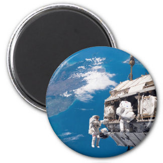 Astronaut Space Walk Above Earth 6 Cm Round Magnet