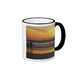 Australia, Queensland, Gold Coast, Surfers at Ringer Mug