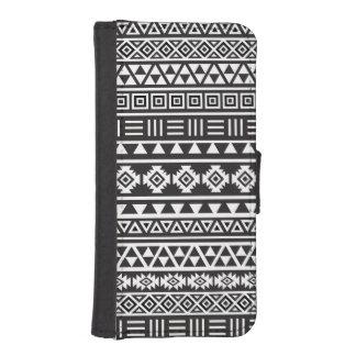Aztec Style Pattern – Monochrome iPhone SE/5/5s Wallet Case