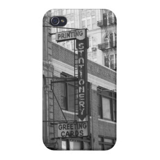 B&W Buildings iPhone 4/4S Covers