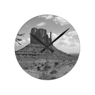 B&W Monument Valley in Arizona/Utah 4 Round Clock