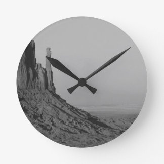 B&W Monument Valley in Arizona/Utah 5 Round Clock
