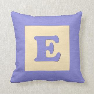 Baby building block throw pIllow letter E (blue)
