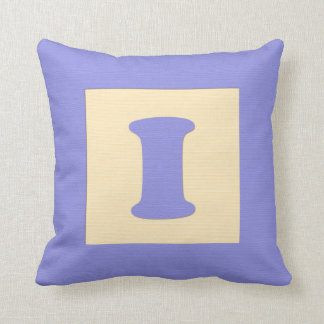 Baby building block throw pIllow letter I (blue)