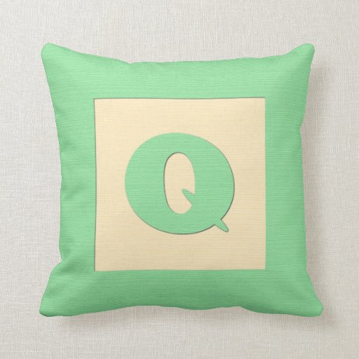 Baby building block throw pIllow letter Q (green)