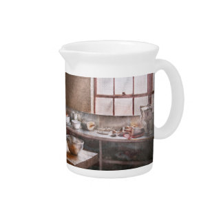 Baker - Kitchen - The commercial bakery Pitcher