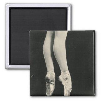 BALLERINA LEGS magnet