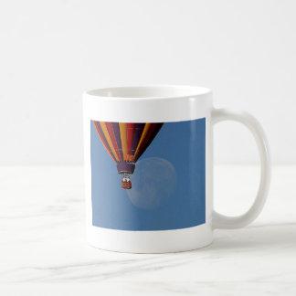 ballon-and-moon mugs