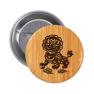 Bamboo Look & Engraved Cute Chinese Lion Statue 6 Cm Round Badge