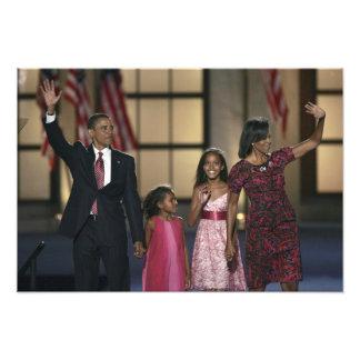 Barak Obama family wave at the last night of Photo