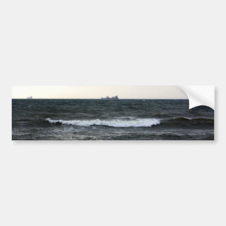 Barcos y Oleaje en océano Atlántico desde la costa Pegatina De Parachoque