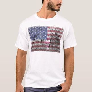 Barn Peeling Painted Patriotic American Flag T-Shirt