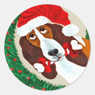 Basset Hound Christmas Wreath Classic Round Sticker