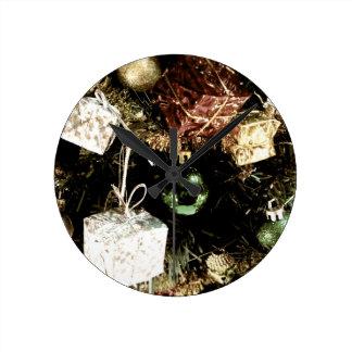 Baubles Round Clock