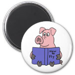 BD- Pig Reading How to Fly Book 6 Cm Round Magnet