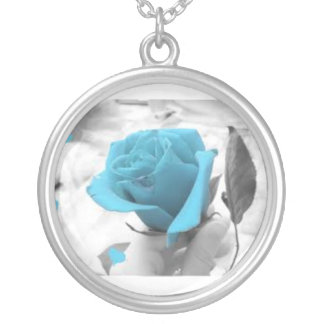 beacutiful blue rose necklace