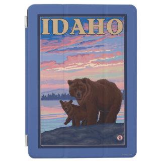 Bear and CubIdahoVintage Travel Poster iPad Air Cover