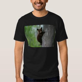 Bear cub in Tree. Tshirts