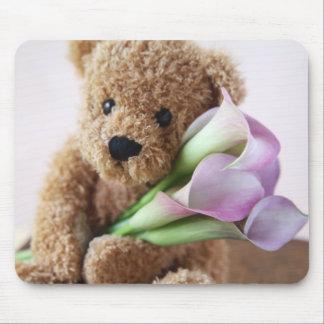 bear holding calla lilies mousepad