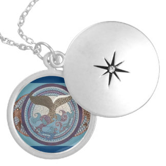 Beatiful starburst whaletail necklace