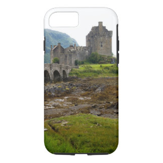 Beautiful Eileen Donan Castle in Western Dornie 2 iPhone 8/7 Case