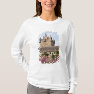 Beautiful gardens and famous castle in Scotland 2 T-Shirt