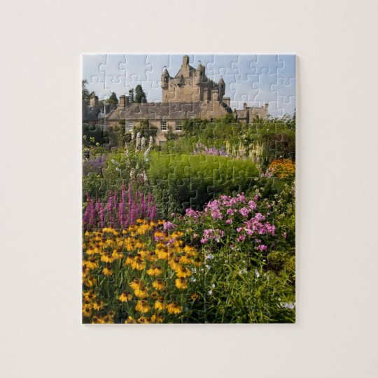 Beautiful gardens and famous castle in Scotland Jigsaw