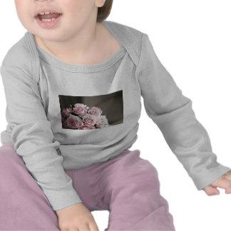 Beautiful pink rose bouquet t-shirts
