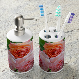 Beautiful pink roses bathroom set