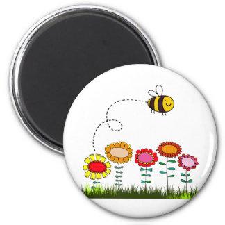 Bee Buzzing a Flower Garden 6 Cm Round Magnet