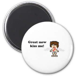 Bee: Great now Kiss Me 6 Cm Round Magnet