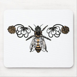 bee with clover mouse mat