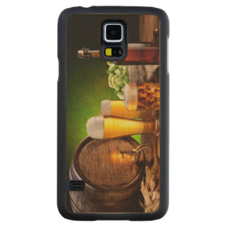 Beer barrel with beer glasses on a wooden table maple galaxy s5 case