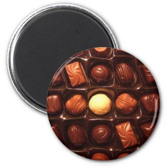 BELGIAN CHOCOLATES 6 CM ROUND MAGNET