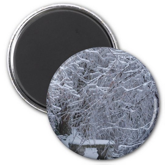 Bench in the snow 6 cm round magnet