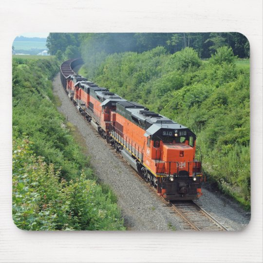 Bessemer and Lake Erie #910 leads a Southbound tra Mouse Mat