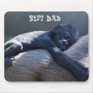 Best Dad, baby ape hugging dad ape Mouse Mat