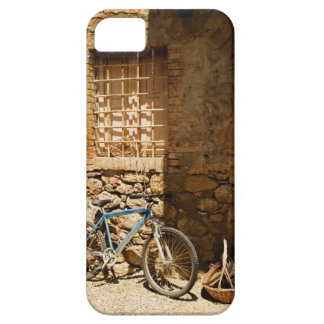 Bicycle in front of a wall, Monteriggioni, Siena Barely There iPhone 5 Case